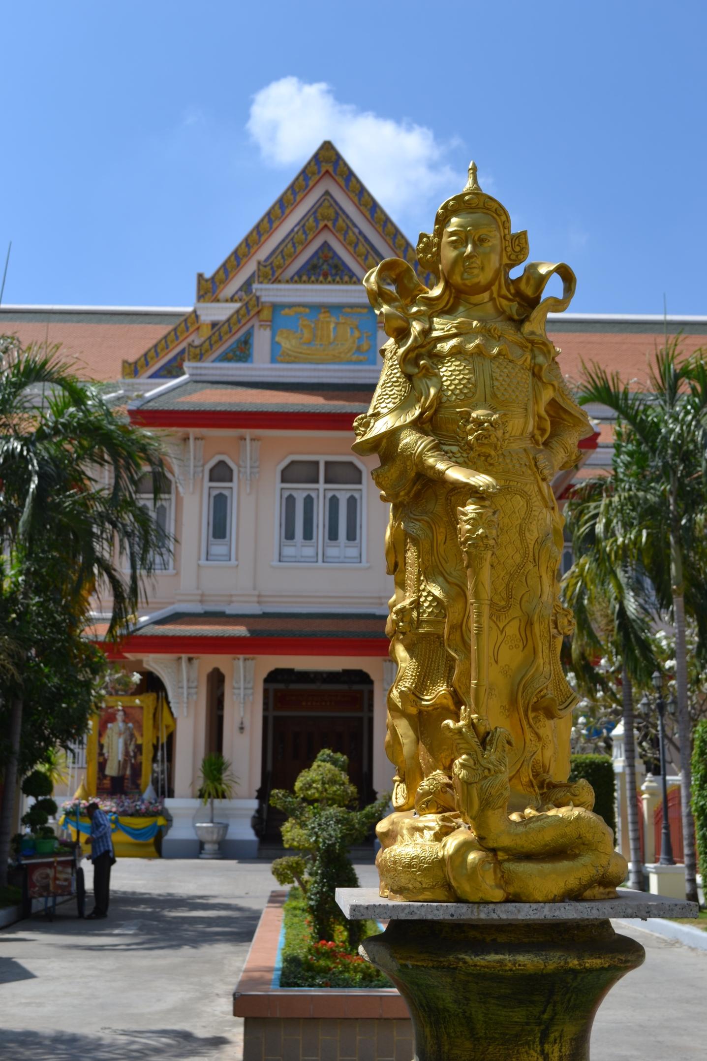 Same complex as Wat Kanlayanamit Woramahawihan
